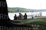 Weingenuss am Rheinufer in Rüdesheim